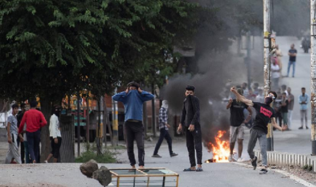 New report paints 'grim and despairing' picture of 'throttled' Kashmiri media