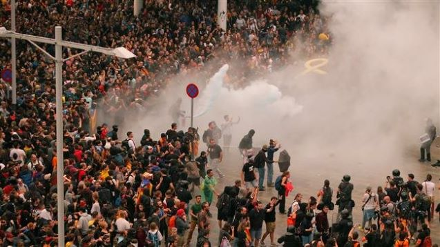 Spain: Flights cancelled as pro-separatist protesters clash with police at Barcelona airport