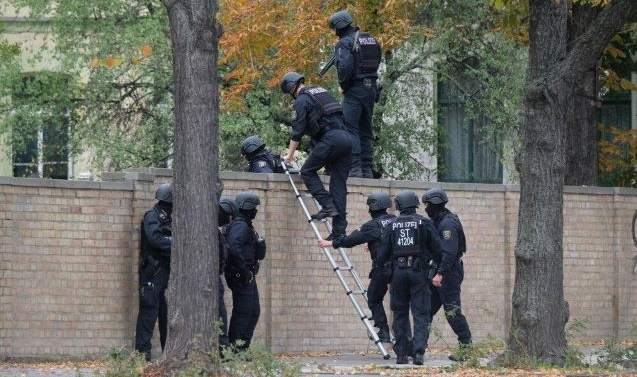 Neo-Nazi gunman planned attack on mosque in Germany