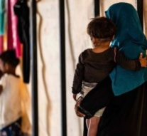 'Hundreds' of IS relatives escape camp in Syria