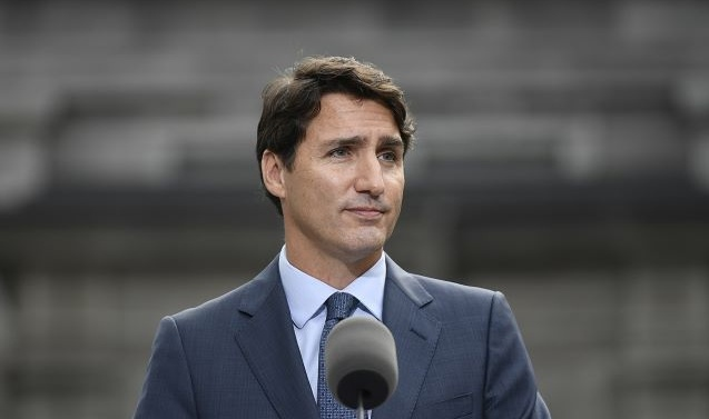 Trudeau asks Canadians to give Liberals a clear majority