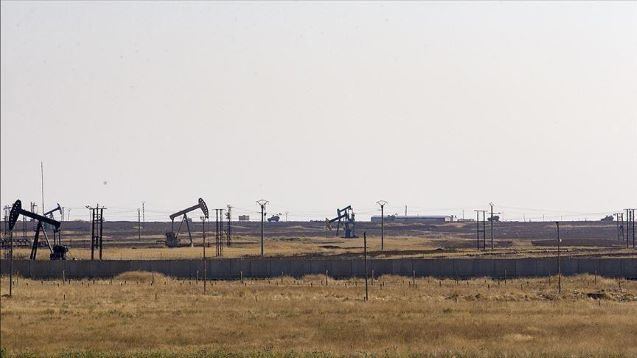 US troops block Russian forces way to oil fields in Syria