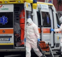 More than 900 deaths in a day in Italy