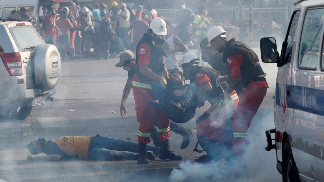 More than 150 people injured, 1 officer killed in Beirut protests amid clashes, reports of fire & police shooting