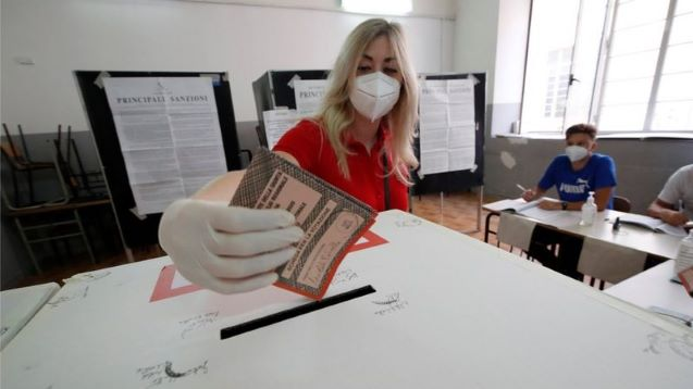 Italians vote to slash size of parliament by a third