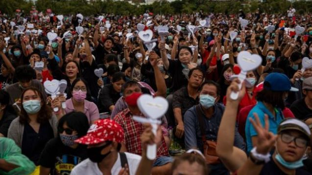 Thais hold huge protest  demanding reforms