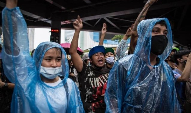 Thailand: Protesters take to Bangkok streets despite warning